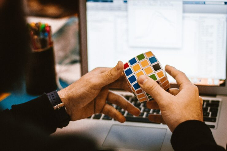 How to solve Rubic's cube with algorithms