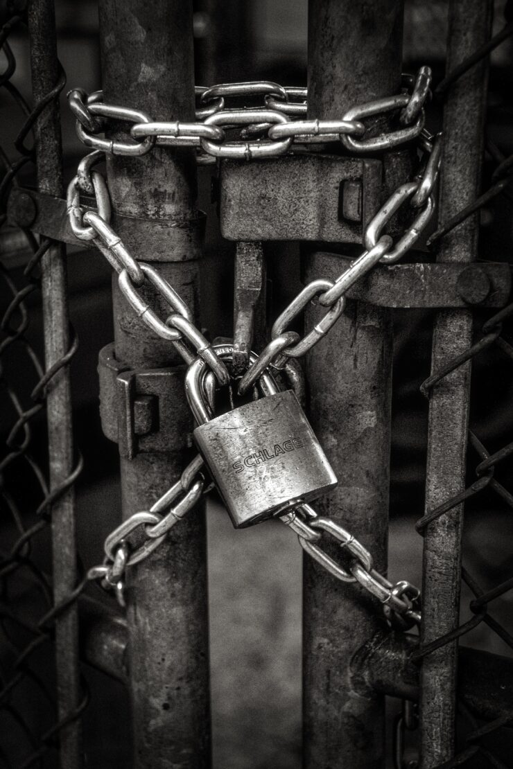 The bars, chains, and lock that symbolize two-factor autentification