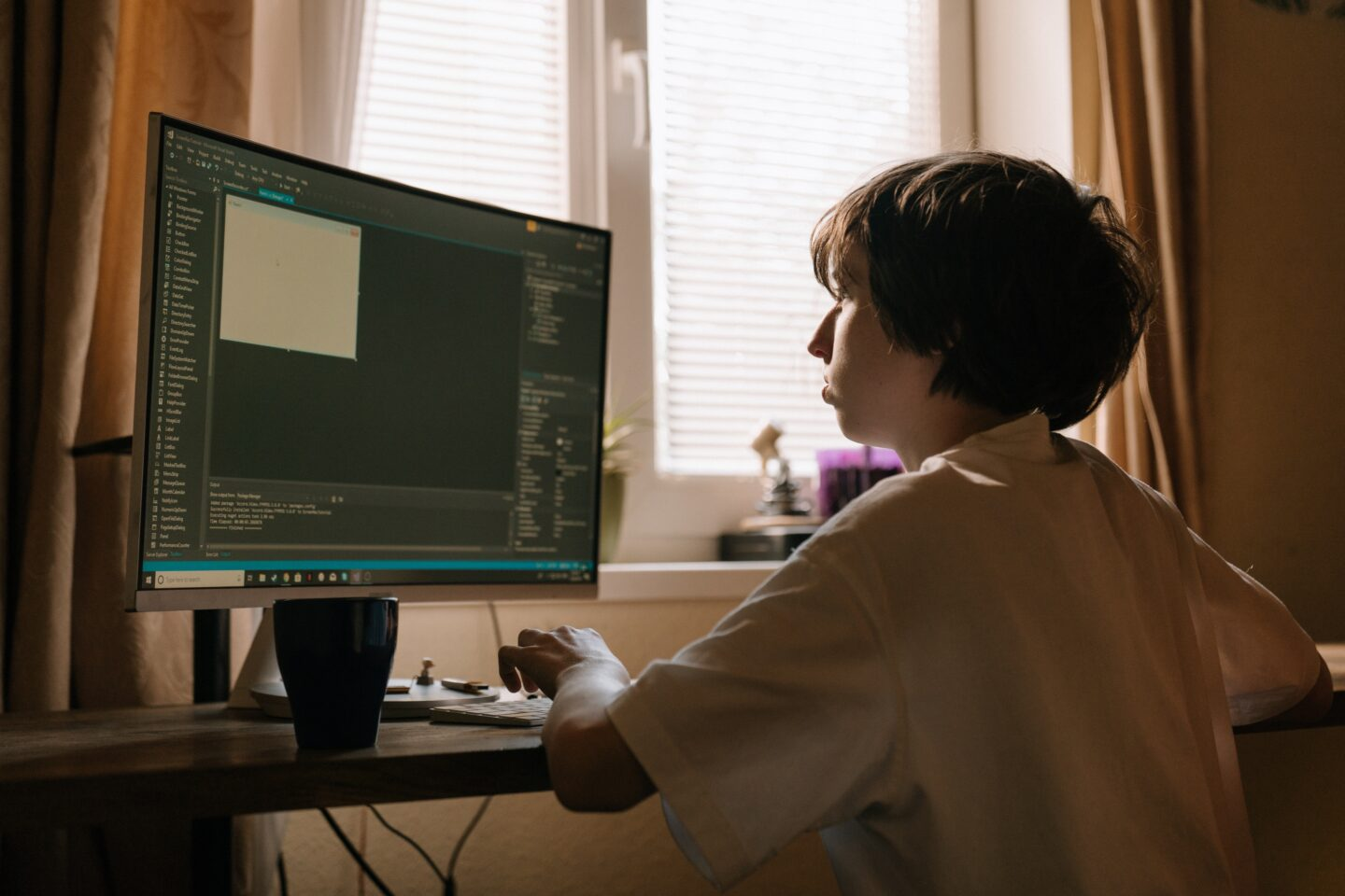 A kid is coding a site