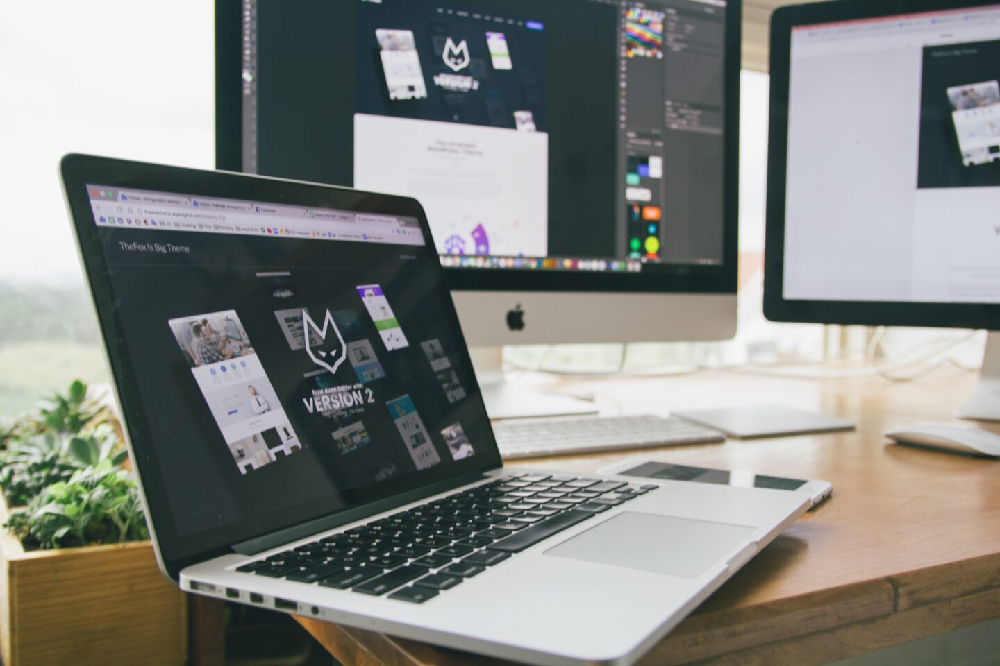 Using a laptop to design a dynamic landing page